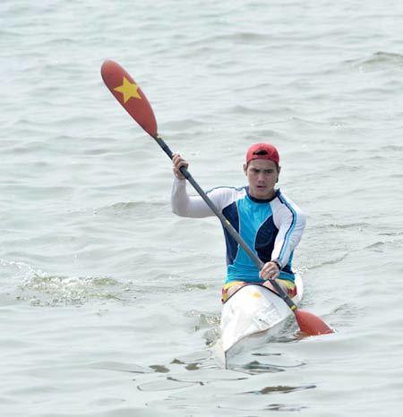 Nguyễn Thanh Quang mang về HC vàng thứ hai cho canoeing Việt Nam. Ảnh: