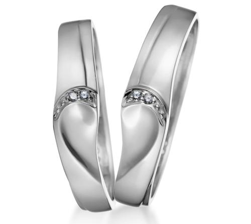 Đôi nhẫn ghép lại thành hình trái tim của nhãn hiệu Goodman.