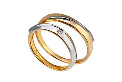 Nhẫn cưới PNJ có giá trung bình, phù hợp với các đôi uyên ương trẻ.