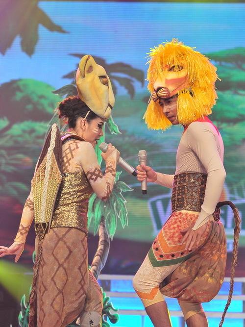Từ đầu cuộc thi đến giờ, cặp Cù Trọng Xoay  Phương Linh là một trong số các cặp đôi gần như rất ít khi bày trò trên sân khấu. Dấu ấn lớn nhất của cặp đôi tính đến thời điểm này là lần hóa thân thành ông già, bà lão.