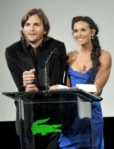 Demi bỏ Ashton Kutcher vì anh nhiều lần lừa dối cô.