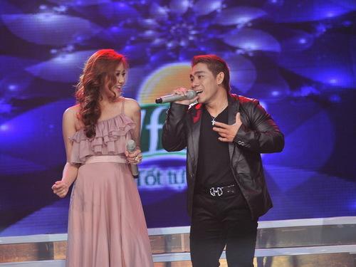 Lực sĩ Phạm Văn Mách và Văn Mai Hương là cặp biểu diễn đầu tiên và cũng đạt số điểm thấp nhất, nhưng họ đã đem đến không gian lãng mạn, ấm áp khi hát Chuyện tình.