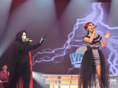 Với trích đoạn Bóng ma trong nhà hát, cả hai phô diễn nội lực, đặc biệt là Văn Mai Hương với giọng hát kỹ thuật đã khiến cả khán phòng lặng đi. Với 39 điểm dành cho tiết mục này, có thể thấy họ đã nỗ lực hết sức để có được màn trình diễn hoàn hảo.