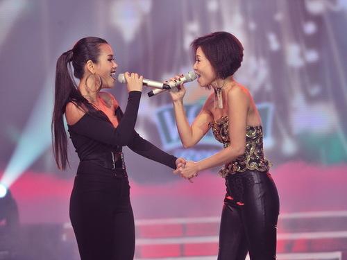 Kết thúc màn trình diễn, Thu Minh thú thực, cô không thể nói nổi vì đang bị bệnh rất nặng. Còn Phương Vy bày tỏ sự tự hào khi được hát chung với ca sĩ đàn chị dày dặn kinh nghiệm như Thu Minh.