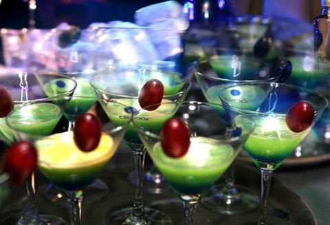 Để thỏa mãn vị giác của những vị khách mời sành thưởng thức, Taboo đã chuẩn bị một loại cocktail đặc biệt với hương vị tinh tế được làm từ những trái nho Pháp của vùng Cognac và Gaillac.