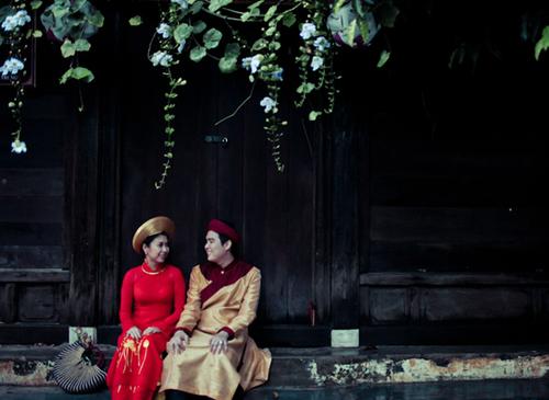 Chia sẻ về chồng sắp cưới, Nguyệt Anh cho biết chú rể tên Lê Khái Tùng năm nay 27 tuổi. Anh vốn là bạn học chung trường cấp 2 với Nguyệt Anh. Hai người đã yêu nhau được gần 2 năm thì quyết định tổ chức hôn lễ.