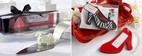 Giày với phần quai như một bó hoa, đế giày đặc và vuông vức cũng là một sự lựa chọn táo bạo.
