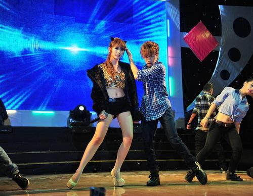 Khổng Tú Quỳnh khoe tài vũ đạo trong ca khúc mới tinh mang tên Quá khứ ngọt ngào.