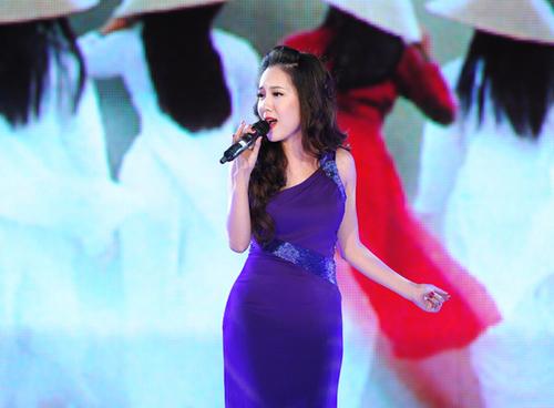 Trong số các nữ ca sĩ của làng nhạc Việt, Phương Linh là một trong số ít người may mắn sở hữu cả hình thể và gương mặt đẹp.