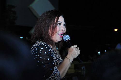 Ca sĩ Siu Black chia sẻ với khán giả, thời gian qua chị bị stress khá nặng nề, nhưng khi đến với chương trình, chị rất bất ngờ trước tình cảm của khán giả. Vì thế, chị hát hai bài Chiều xuân và Và con tim đã vui trở lại rất sung.