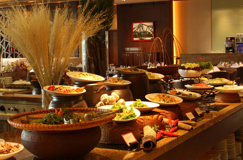 Tiệc buffet tại nhà hàng Lackah.