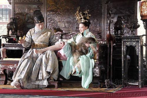 Tạo hình của hai nhân vật Vạn quý phi, Thái giám đều được chau chuốt rất cầu kỳ. Tác phẩm sẽ ra mắt vào cuối tháng 12 này tại Đại lục.