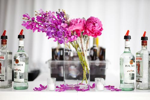 Bạn có thể sử dụng hoa lan để trang trí cho bữa tiệc.