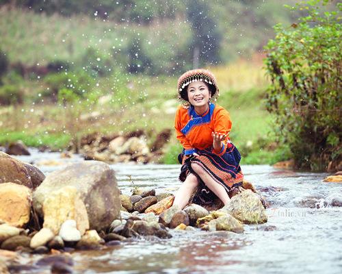 Hôm qua (19/12), Diệu Hương và Ngọc Linh đã có một đám hỏi đầm ấm bên người thân và bạn bè tại Nam Định. Đám cưới của cặp đôi sẽ diễn ra tại khách sạn Thắng Lợi (Hà Nội) vào ngày 27/12 tới.