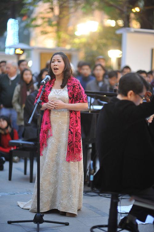 Nghệ sĩ Hồng Vy cũng chưa bao giờ được gần gũi với khán giả như vậy.