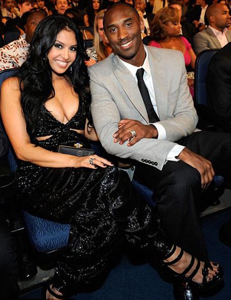 Có vợ xinh nhưng Kobe Bryant vẫn thường xuyên ra ngoài tìm 'của lạ'. Ảnh:
