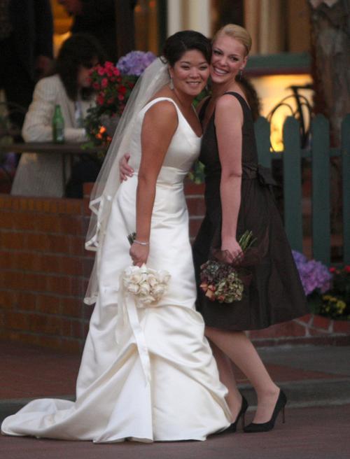 Cô diễn viên xinh đẹp của phim '27 Dresses', Katherine Heigl làm phù dâu trong đám cưới của chị gái tại Santa Monica.
