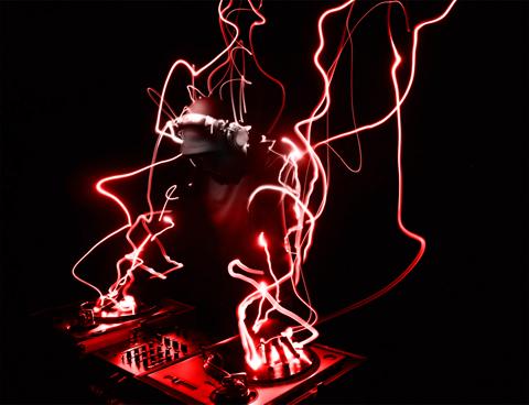 tham gia vào các chương trình vui chơi ca nhạc giao lưu cùng 22 gương mặt miss itgo 2011, Hà Nội Supercar club thưởng thức tiết mục ca nhạc với điệu nhảy sexking bốc lửa của các vũ đoàn, tiệc chúc mừng sinh nhật của các thí sinh và du khách vào tháng 12 và tháng một này.