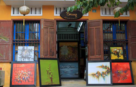 Hội An có nhiều ngôi nhà cổ và phòng triển lãm xinh xắn. Ảnh: Linh Phạm.