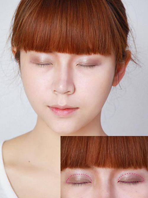 Sử dụng phấn nhũ đồng phủ lên vùng da đánh dấu đỏ
