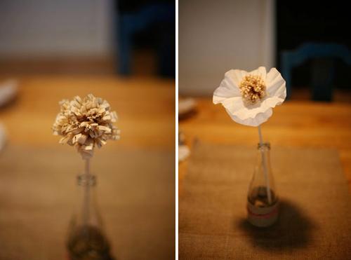 Bạn đã có nhị hoa, sau đó xuyên thanh gỗ qua bông tâm của bông hoa bốn cánh, bạn đã có bông hoa hoàn chỉnh.
