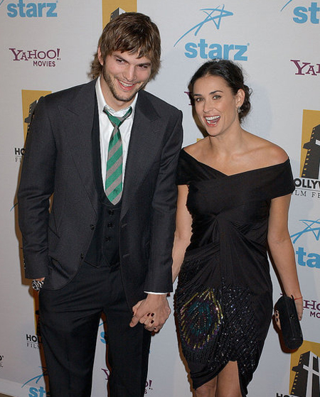 """""""Phi công trẻ"""" Ashton và Demi thời hôn nhân còn nồng thắm."""