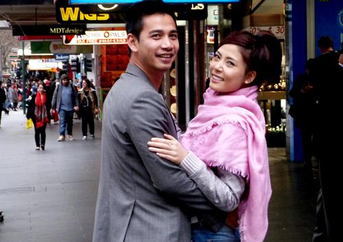 Đôi vợ chồng có những ngày nghỉ ngơi yên ả, cùng nhau đi dạo bộ, tham quan đất nước Nhật Bản.