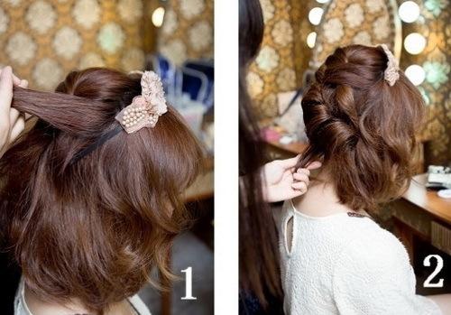 Bắt đầu từ kiểu tóc thứ 2, tết tóc lệch sang một bên từ trên đỉnh đầu xuống