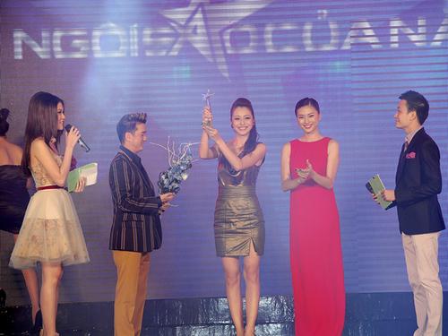 """Hoa hậu Jennifer Phạm chiến thắng ở hạng mục """"Bà mẹ của năm;"""""""