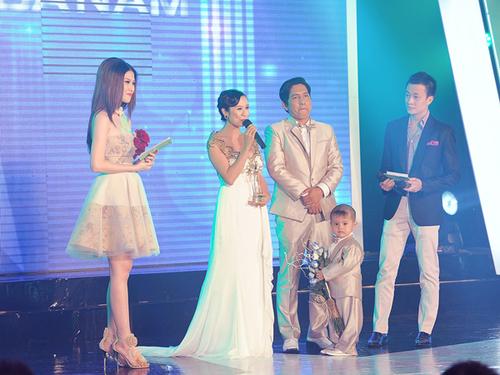 """Vợ chồng diễn viên Thanh Thúy - đạo diễn Đức Thịnh vượt qua nhiều ứng viên để đứng vị trí đầu tiên hạng mục """"Cặp đôi của năm""""."""