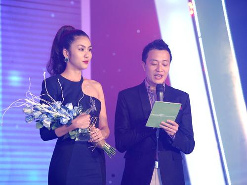 """Hà Tăng không có đối thủ ở hạng mục """"Mỹ nhân của năm"""" khi số phiếu bình chọn cho cô chiếm tới hơn 50 %."""