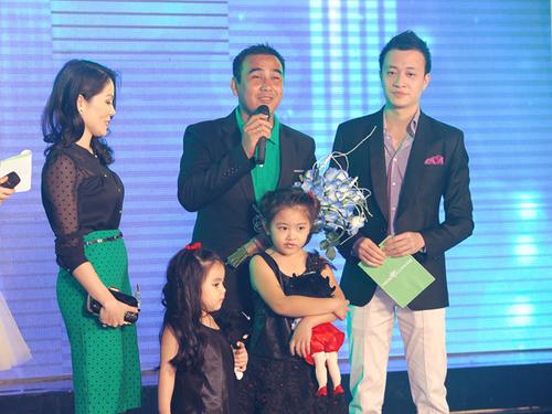 """Hai công chúa Lọ Lem - Hạt Dẻ của nhà Quyền Linh đoạt """"Nhóc tì của năm"""" với số phiếu áp đảo."""