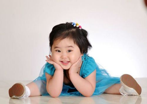 Cô con gái của Kiều Oanh - Lê Huỳnh - bé Whistney Huỳnh (3 tuổi) cũng sẽ góp mặt trong các tiết mục cùng vợ chồng Kiều Oanh.