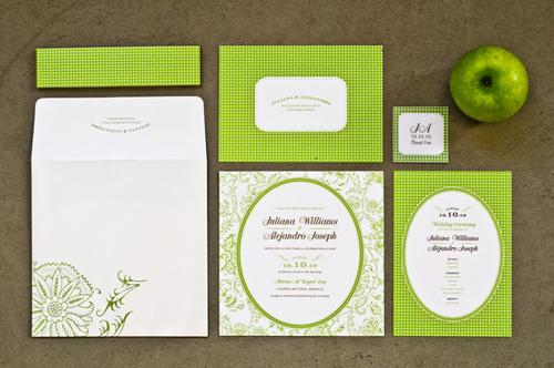Thiệp mời cũng được thiết kế với tông màu xanh và trắng.