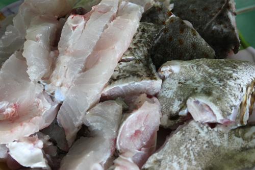Thịt cá mú thơm, trắng.