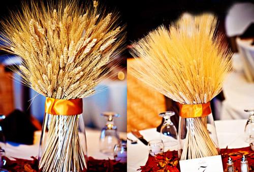 Nếu bạn là người yêu phong cách đồng nội, bạn có thể thay hoa bằng lọ cỏ lau hay lúa mạch.