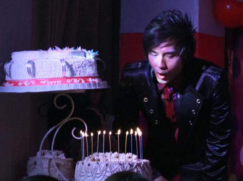 Tiệc sinh nhật của anh Bo Đan Trường có fan dự đông.