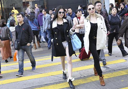 Người đẹp nội y cùng bạn thân Quỳnh Thư ở Hong Kong.
