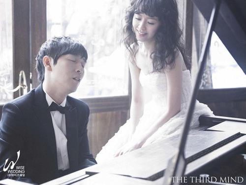 Vì chàng là nghệ sĩ piano nên trong bộ ảnh của hai người cũng có chiếc piano làm đạo cụ.