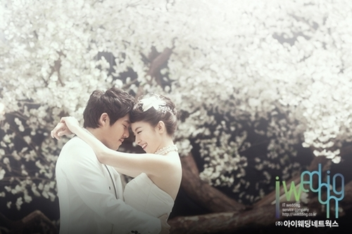 Nữ diễn viên Yoo Hana trong các bộ phim 'Sợi dây chuyền định mệnh', 'Những bà nội trợ hành động' thực hiện bộ ảnh cưới trong studio với nhiều khung cảnh sinh động, ấn tượng.