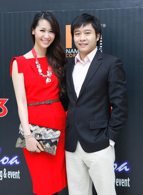 Tối qua, lần đầu tiên, Hoa hậu Dương Thùy Linh cùng chồng xuất hiện trong chương trình truyền hình trực tiếp của VTV3 nhân dịp Valentine.