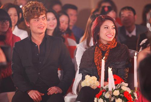 Tối qua, ca sĩ Pha Lê đi cùng một người bạn đến dự chương trình.