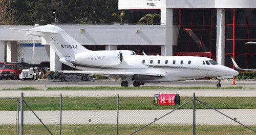 Máy bay riêng chở thi thể Whitney Houston tại sân bay Teterboro, New Jersey