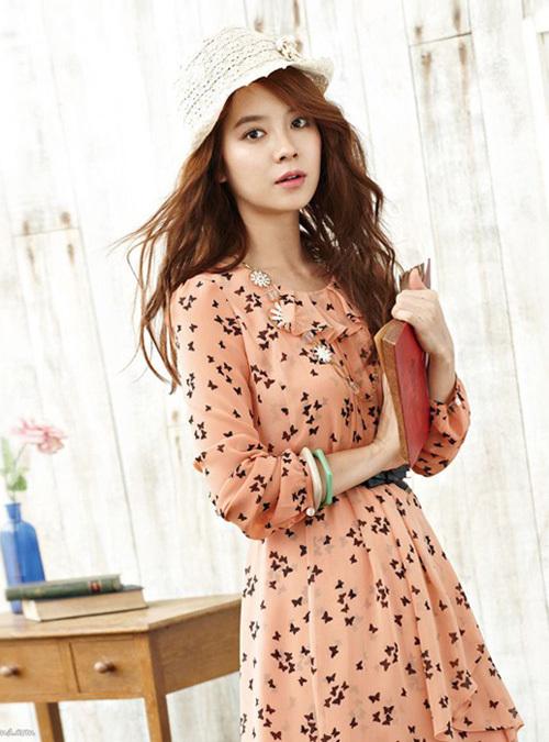 Là gương mặt đại diện cho dòng sản phẩm mới của nhãn hiệu Yesse, Song Ji Hyo khiến cho bao cô nàng mê đắm.