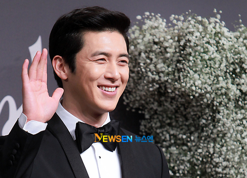 The actor got hitched on February 17th at the Shilla Hotel in Seoul to Kim Hye Yeon, an art student 11 years younger than him.