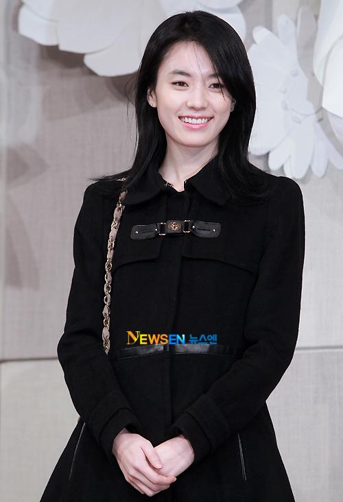 Han Hyo Joo, bạn diễn của Go Soo trong phim điện ảnh mới cũng tới dự đám cưới.