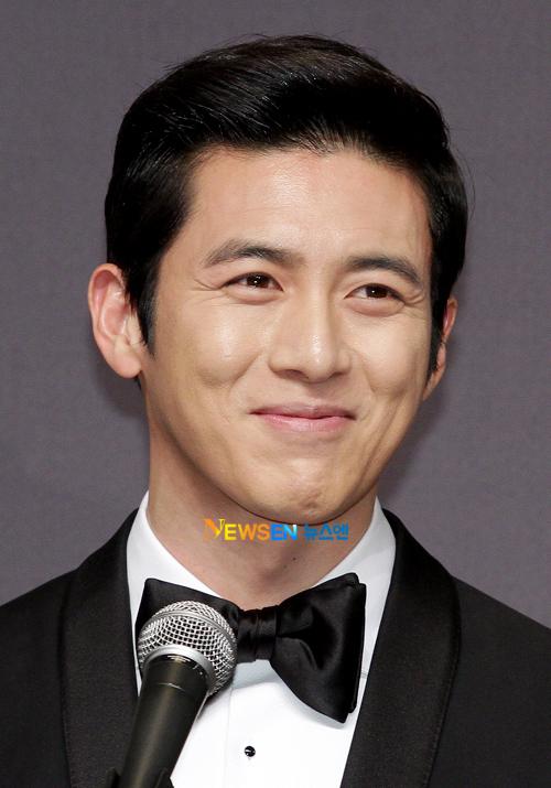 """Cũng giống như nhiều ngôi sao Hàn khác, Go Soo """"giấu kín"""" vợ trước ống kính bởi cô không hoạt động trong giới nghệ thuật."""