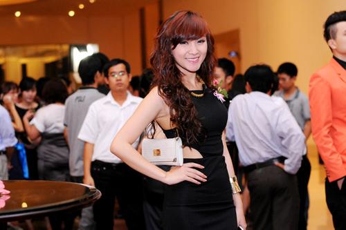 Tiệc cưới của Quỳnh Chi có sự góp mặt của nhiều hot girl và người mẫu. Kelly ăn diện s
