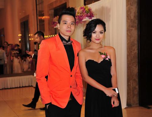 Phạm Quỳnh Anh diện trang phục quý phái và tinh tế khi đi tiệc cùng nam ca sĩ Trịnh Thăng Bình.