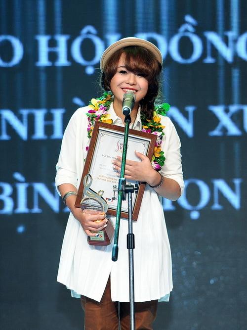 """Thái Trinh đoạt cú """"đúp"""" tại chung kết Bài hát Việt tối qua."""